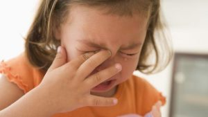 4 kesalahan orang tua dalam mendidik kedisiplinan anak. gambar anak menangis